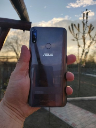 Asus Zenfone Max Pro M2 spate