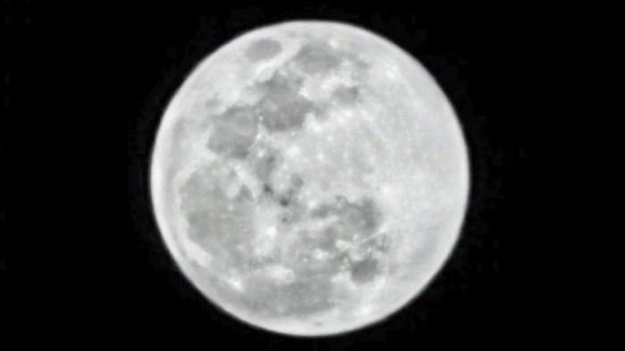 """Cu Huawei P30Pro poti """"fotografia"""" luna"""