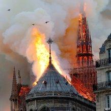 Notre Dame incendiu4