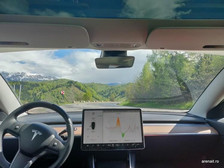 Youtube si Netflix pe masinile Tesla