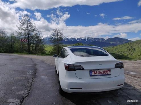 12-Tesla-Model-3-Munti (1)