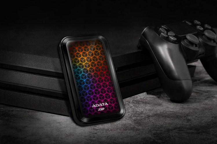 ADATA a lansat SSD-ul extern SE770G cu iluminare RGB
