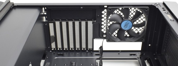 Review Deepcool CL500 - carcasă mid-tower compactă cu admisie frontală mesh și preț corect