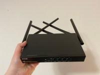 Tenda W20E este un router Wi-Fi creat pentru restaurante sau cladiri de birouri