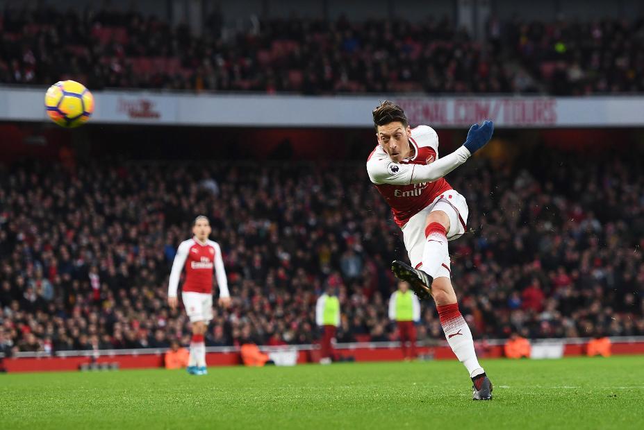 Unai Emery Membantah Akan Menyingkirkan Peran Mesut Ozil di Arsenal