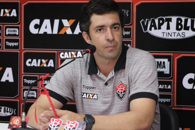 Treinador interino avalia atuação do Vitória