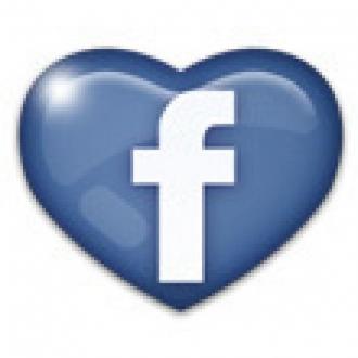 Facebook Yüzünden Eşini Bıçakladı