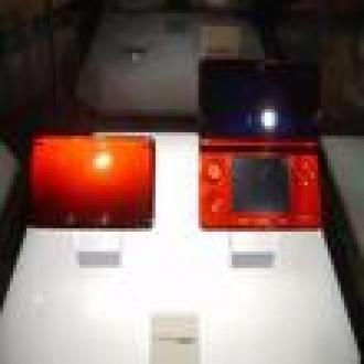 Nintendo Ateş Kırmızısı 3DS'i Tanıttı