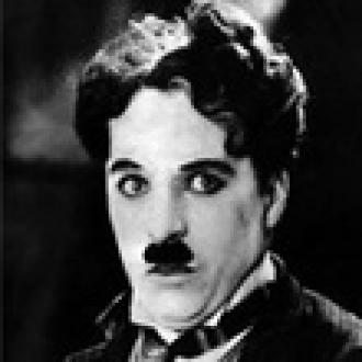 Chaplin Filminde Zaman Yolcusu Bulundu!