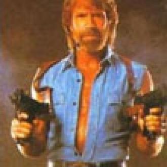iPhone 4 Chuck Norris'ten Korktu