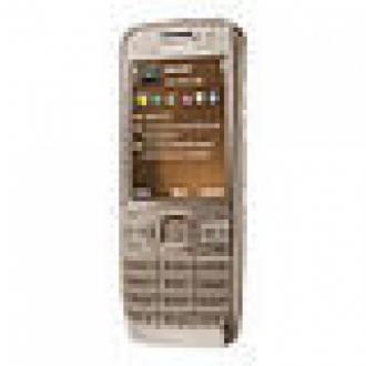Nokia E52 İş Dünyasını Sevindirecek