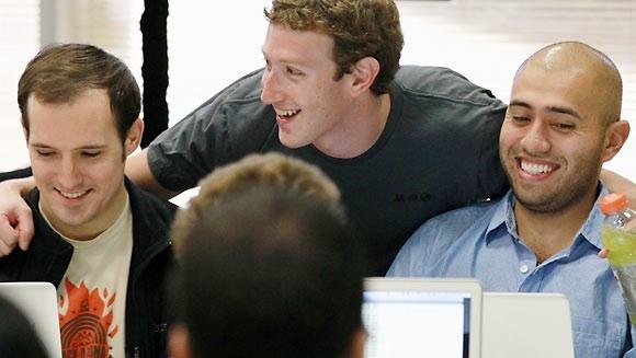 Facebook Çalışanları Patronuna Aşık!