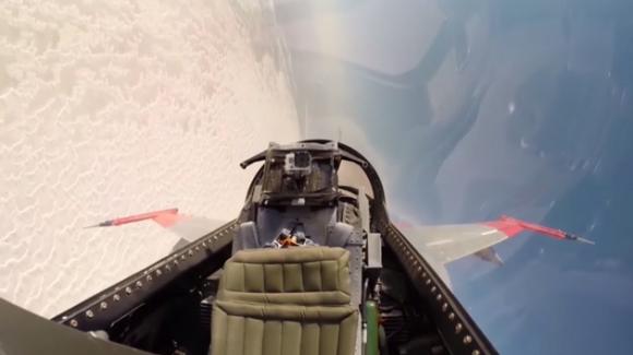 İnsansız QF-16, Füzeden Kaçabildi!
