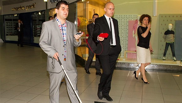 Avea'nın Görme Engelliler için Geliştirdiği Uygulamayı Konuştuk