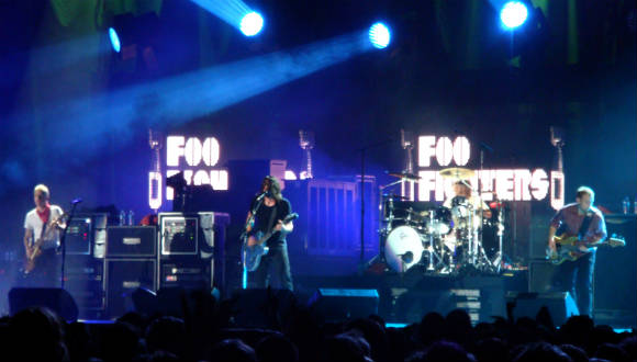 Facebook'ta Foo Fighters Konseri!