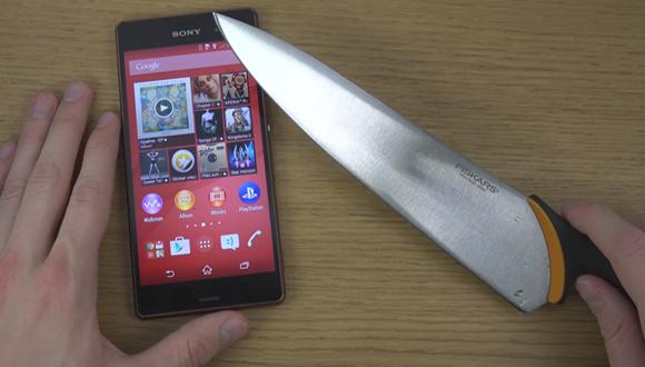 Xperia Z3'ü Bıçak ile Test Ettiler