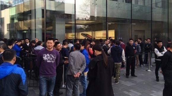 iPhone 6 Satışları Çin'de Kavgasız Başladı