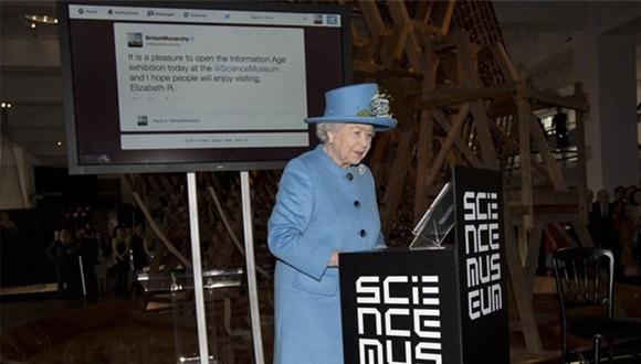 İngiltere Kraliçesi İlk Tweet'ini Attı