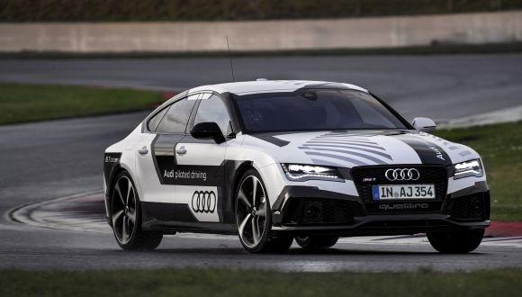 Audi RS7 Sürücüsüz Piste Çıktı
