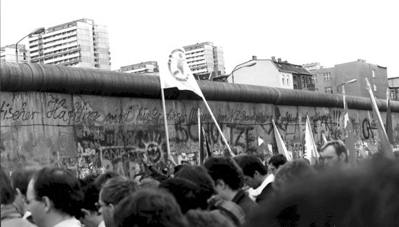 Google Berlin Duvarı'nı Unutmadı