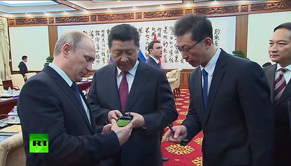 Putin'den YotaPhone 2 Sunumu