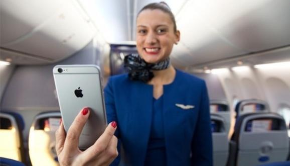 ABD'de Uçuş Görevlilerine iPhone!