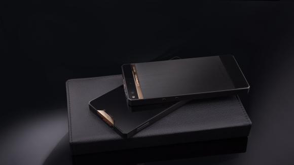 Titanyum ve Altın Telefon: Regal Black