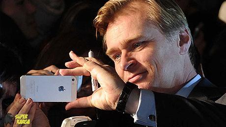 C. Nolan: Akıllı Telefonlara Karşıyım!