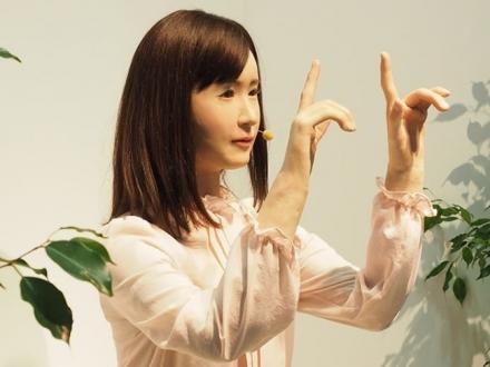 Karşınızda Toshiba Android Robot