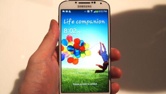Samsung Galaxy S4 İndirimde