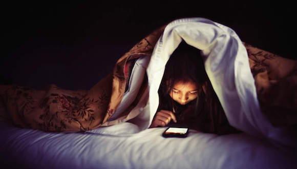 Yatakta Akıllı Telefon Kullanmayın!