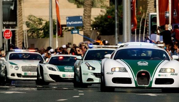 Dubai Polisleri Yeni Araçlarına Kavuştu