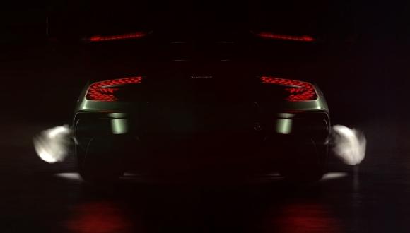 Aston Martin Vulcan Yanıyor!
