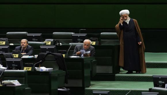 İran Yöneticilerine Akıllı Telefon Yasaklandı!