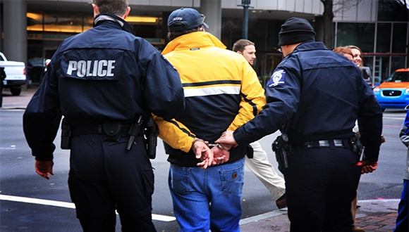 iPhone'unu Şarj Eden Adam Tutuklandı!
