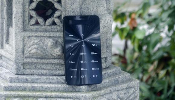 90 Gün Dayanan Telefon Janus One