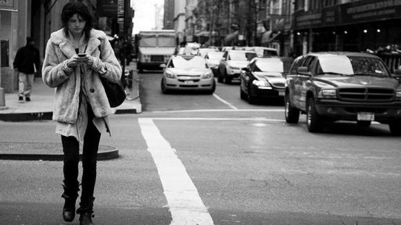 Yürürken Mesajlaşmak Beynimizi Değiştiriyor