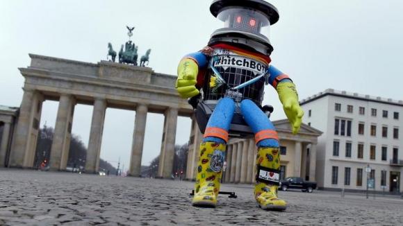 Amerika'da Robotu Dövdüler!