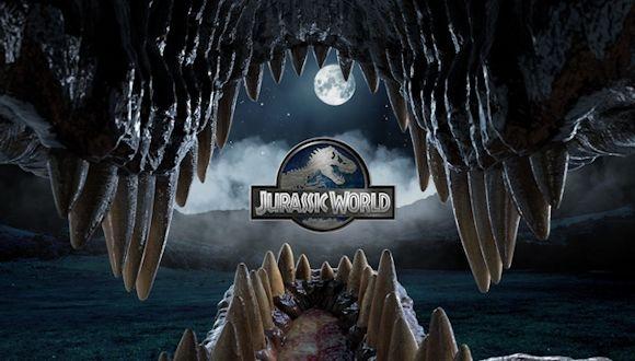 Jurassic World, Rakip Tanımıyor!