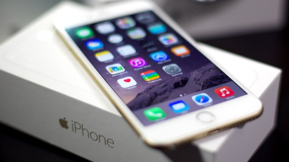iPhone Ekranı Samsung'a Emanet