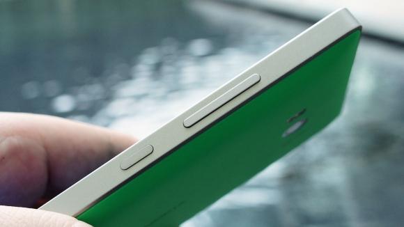Microsoft'tan Uygun Fiyatlı Metal Çerçeveli Telefon!
