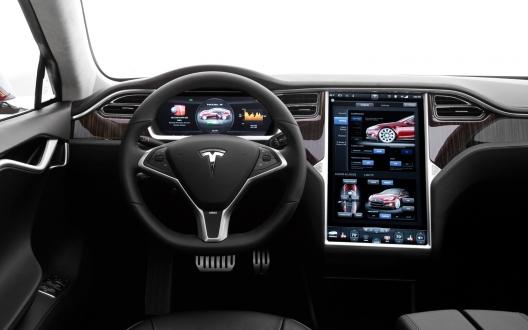Tesla kazayı önceden gördü