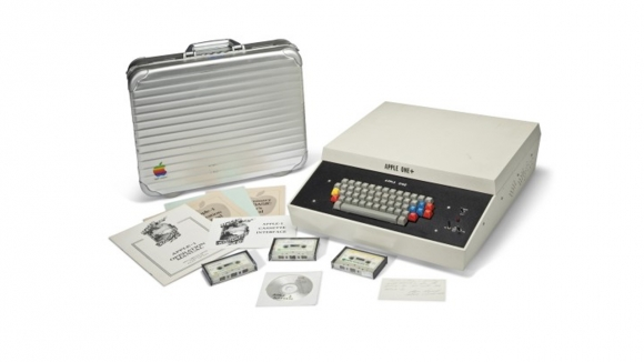 İlk Apple Bilgisayar Satışta!