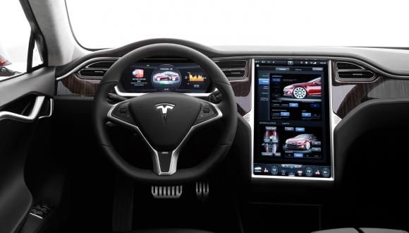 Tesla'dan Otomatik Pilot Kısıtlaması!