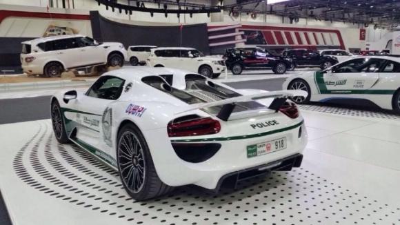 Porsche 918 Spyder Dubai Polis Filosunda!