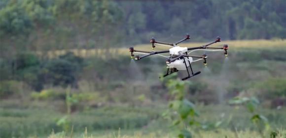 Tarla İlaçlayan Drone!
