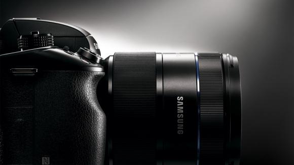 Nikon Gözünü Samsung'a Dikti!