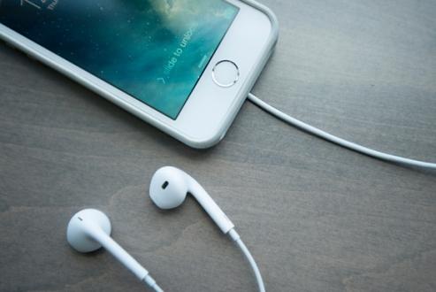 iPhone 7 ile Kablosuz Beats Kulaklık Gelebilir