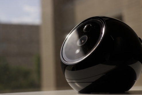 İlk Akıllı Güvenlik Robotu: iCamPRO Deluxe!