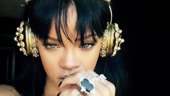 Rihanna'nın Paylaştığı Kulaklık Yok Satıyor!